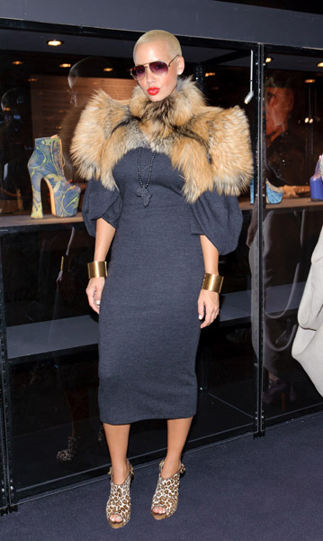 Amber Rose Styling On Them Hoes In Her Fur Jacket Dmfashionbook