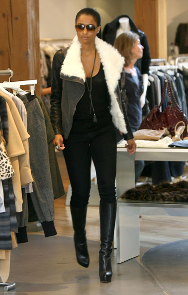 3830c430001a Earlier today Saturday (October 16th) Singer Ciara was seen styling on the  hoes while shopping on Robertson Blvd in West Hollywood