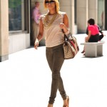Styling On Them Hoes: Keri Hilson Carrying A Gucci Bag & Wearing Christian Louboutin Heels