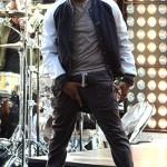 Styling On Them Lames: Usher Wearing $595 Rick Owens DRKSHDW Cargo Pants & $740 Kris Van Assche Biege sneakers