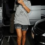 Celebs Style: Rihanna & Rita Ora Wearing An Oversize Tee-Shirt & Sneakers