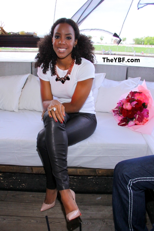 a21801a033d8 Styling On Them Hoes  Kelly Rowland In Peach Christian Louboutin ...