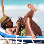 Kelly Rowland Shows Her Sexy Chocolate Body On Miami Beach