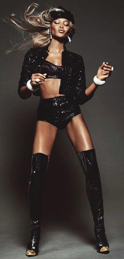 Naomi-Campbell-Vogue-Brazil-5