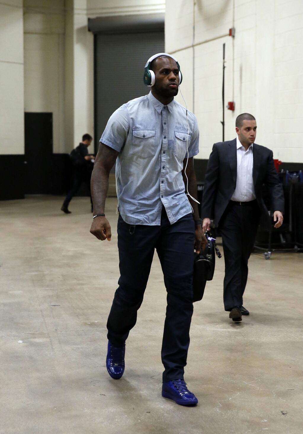 Lebron James Photo D In Custom Splattered Balenciaga Arena Sneakers