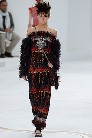 kendall-chanel-couture-walk