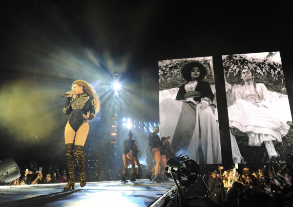 Beyoncé Wears Balmain, Roberto Cavalli, DSquared2, Gucci & More During Opening Night Of Her 'Formation' Tour5