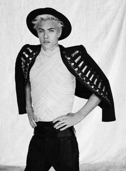 Model Lucky Blue Smith Covers The Spring Summer 2016 Issue Of GQ Style Turkey10
